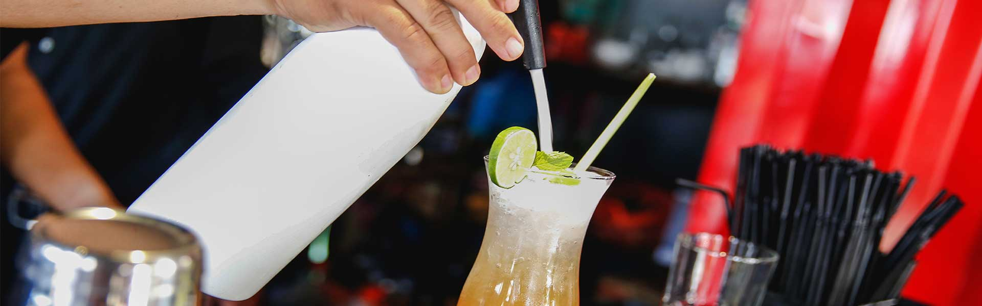 https://thefrenchgourmet.com/wp-content/uploads/2018/02/catered-bar-pouring-cocktail.jpg