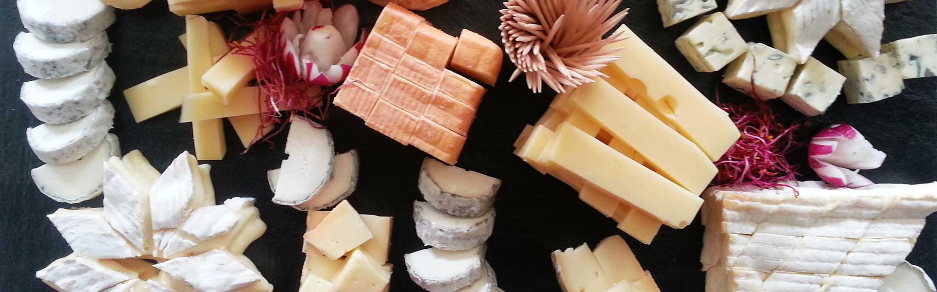 https://thefrenchgourmet.com/wp-content/uploads/2018/02/food-station-catering-cheese-table.jpg