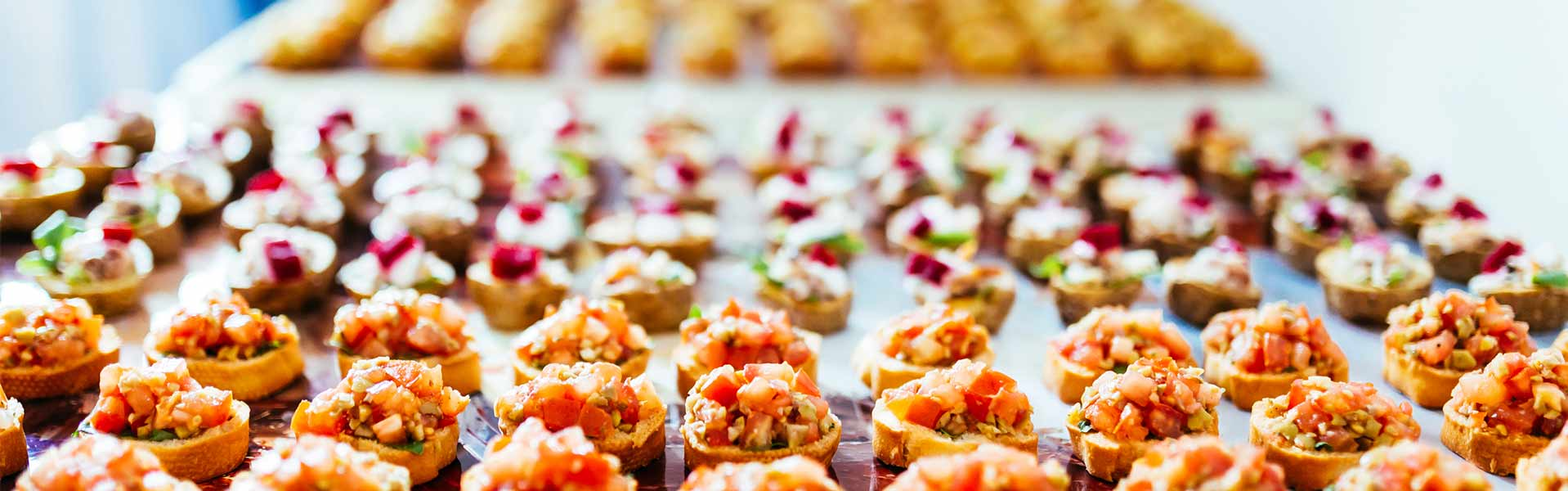 https://thefrenchgourmet.com/wp-content/uploads/2018/02/hors-doevres-corporate-catering.jpg