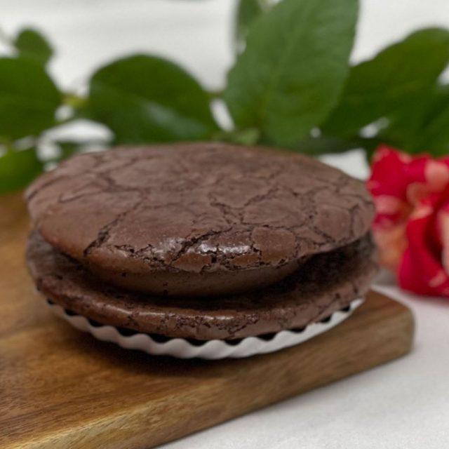Chocolate Fudge Macaron