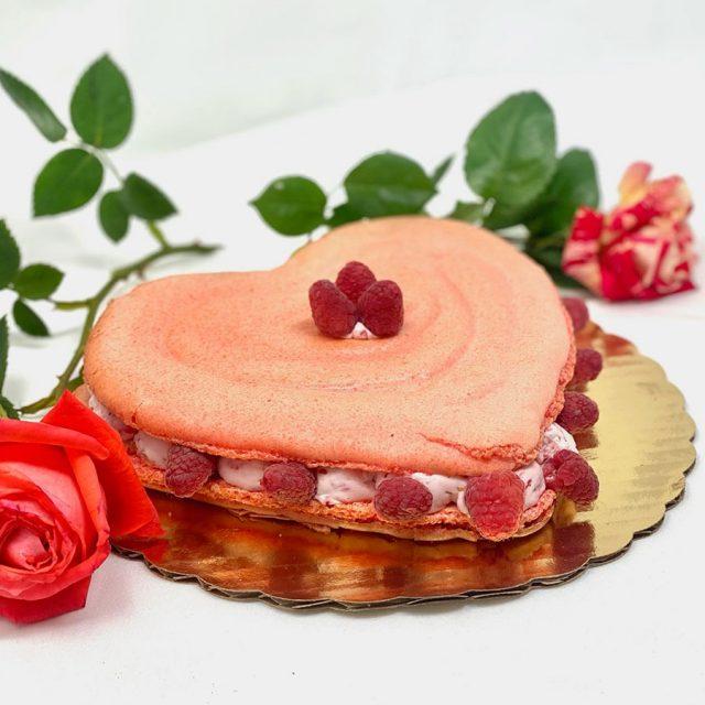 "8"" Heart Shaped Macaron"